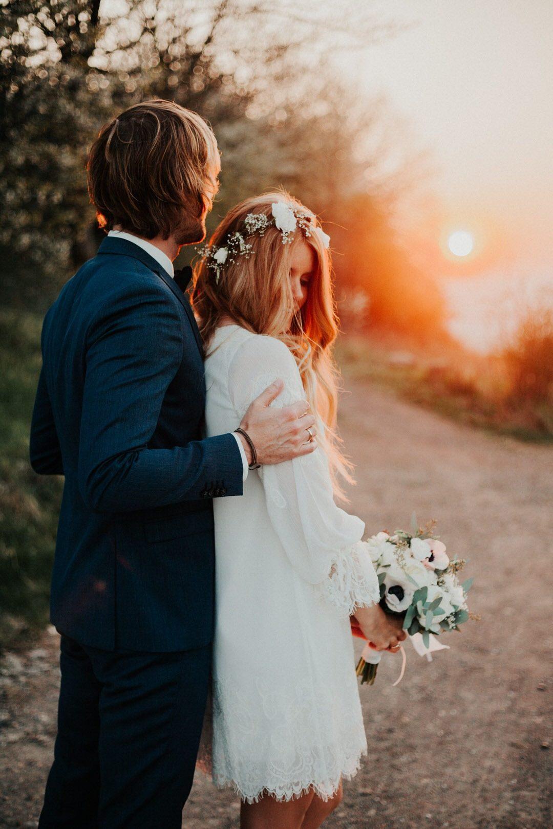 Authentische und romantische Paarfotos für das Hochzeitsshooting im Abendrot.
