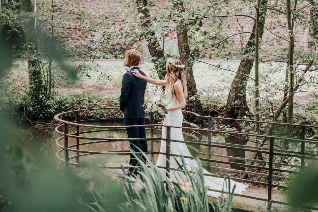 First-Sight Moment beim Hochzeits-Paarshooting in Limburg bei Frankfurt am Main