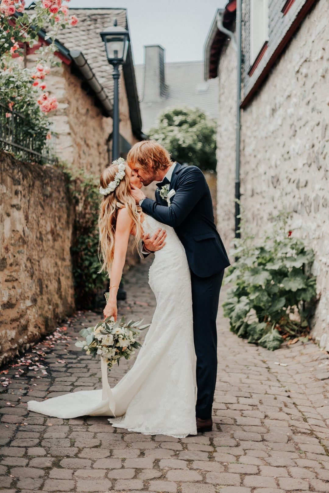 Wunderschönes Boho-Hochzeitspaar beim Couple-Shoot in der Limburger Altstadt
