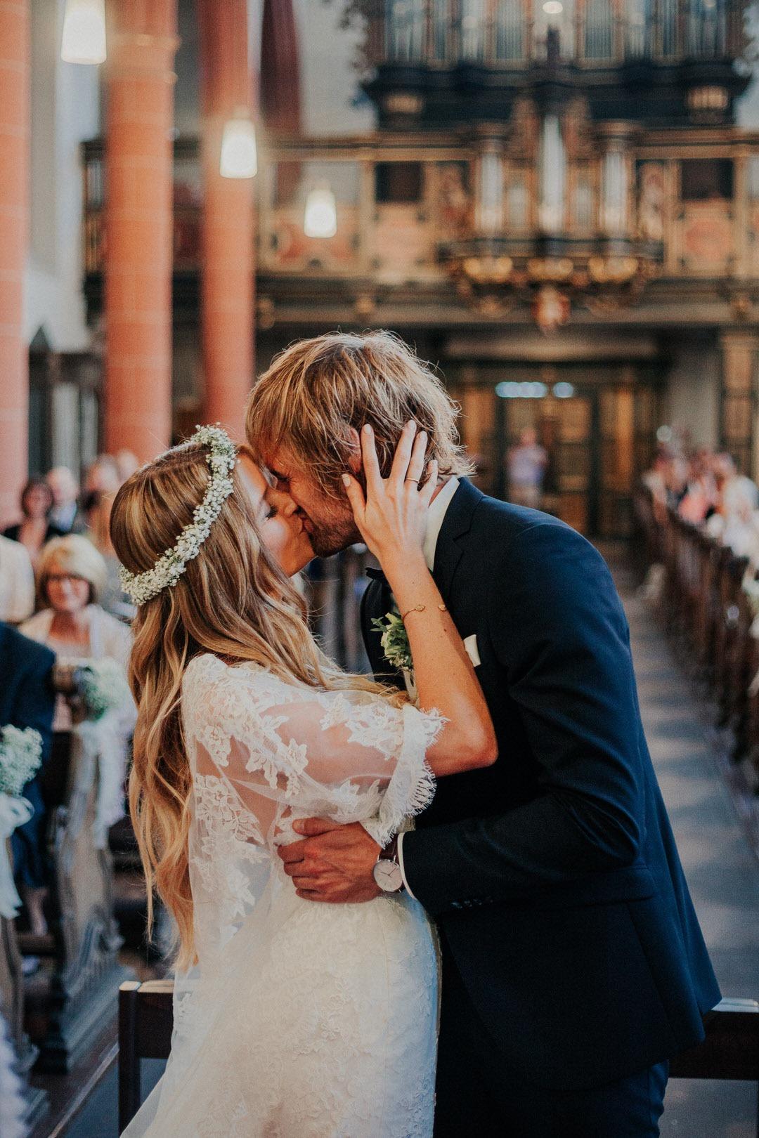Besondere Boho-Hochzeitsmomente in der Kirche heiraten 2019