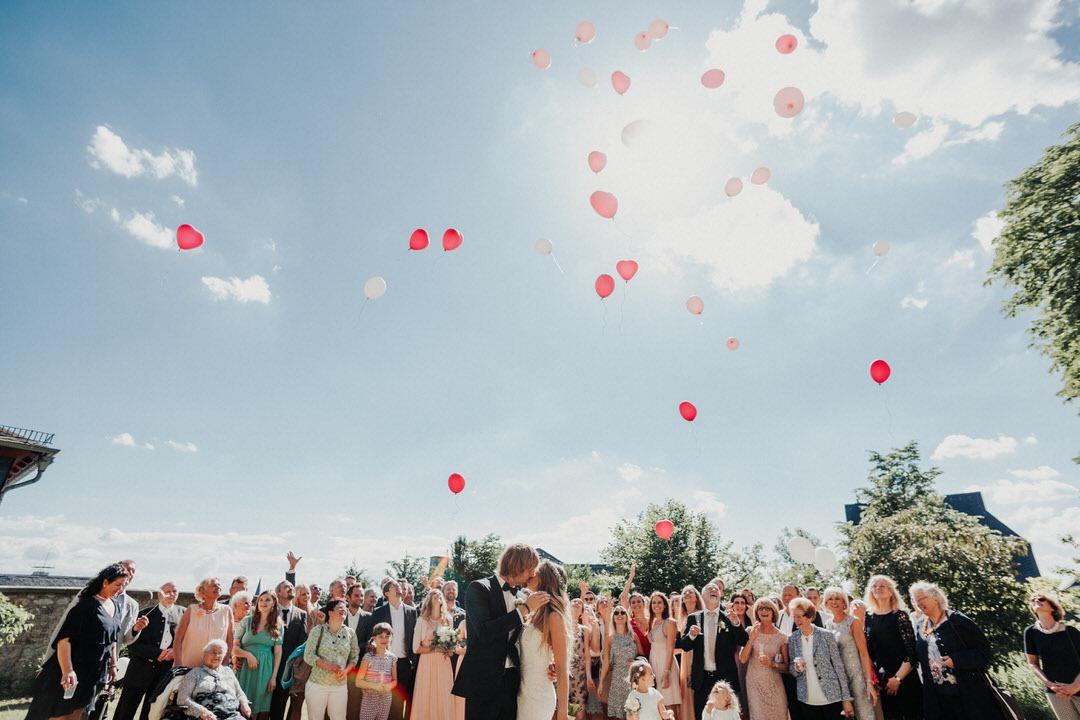 Boho Altstadt-Hochzeit mit Sektempfang vor dem Limburger Dom