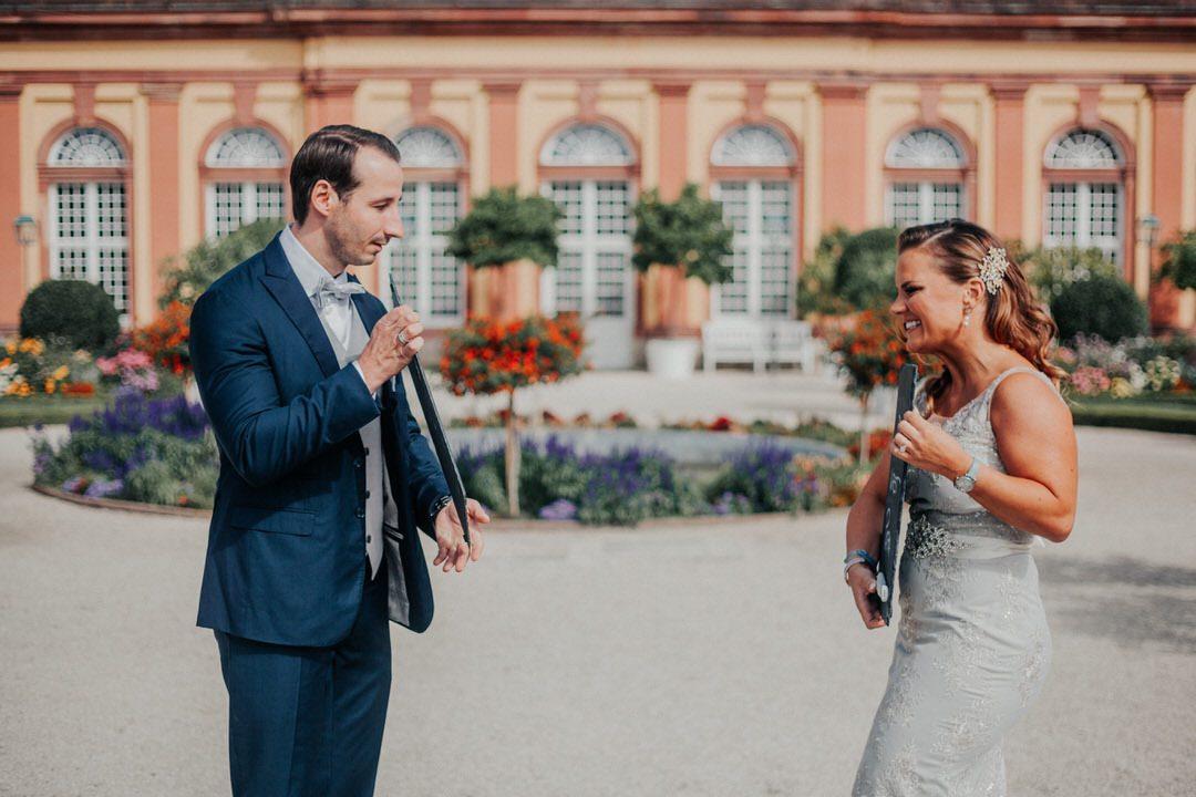 Innige und natürliche Paar-Fotos bei Hochzeitsshooting.