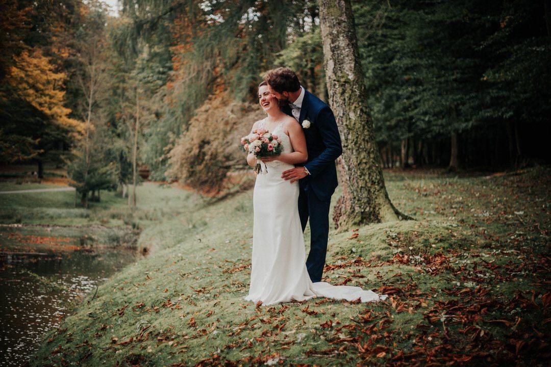 Natürliche Paarfotos beim Hochzeitsshooting mit Fotografie im Reportagestil