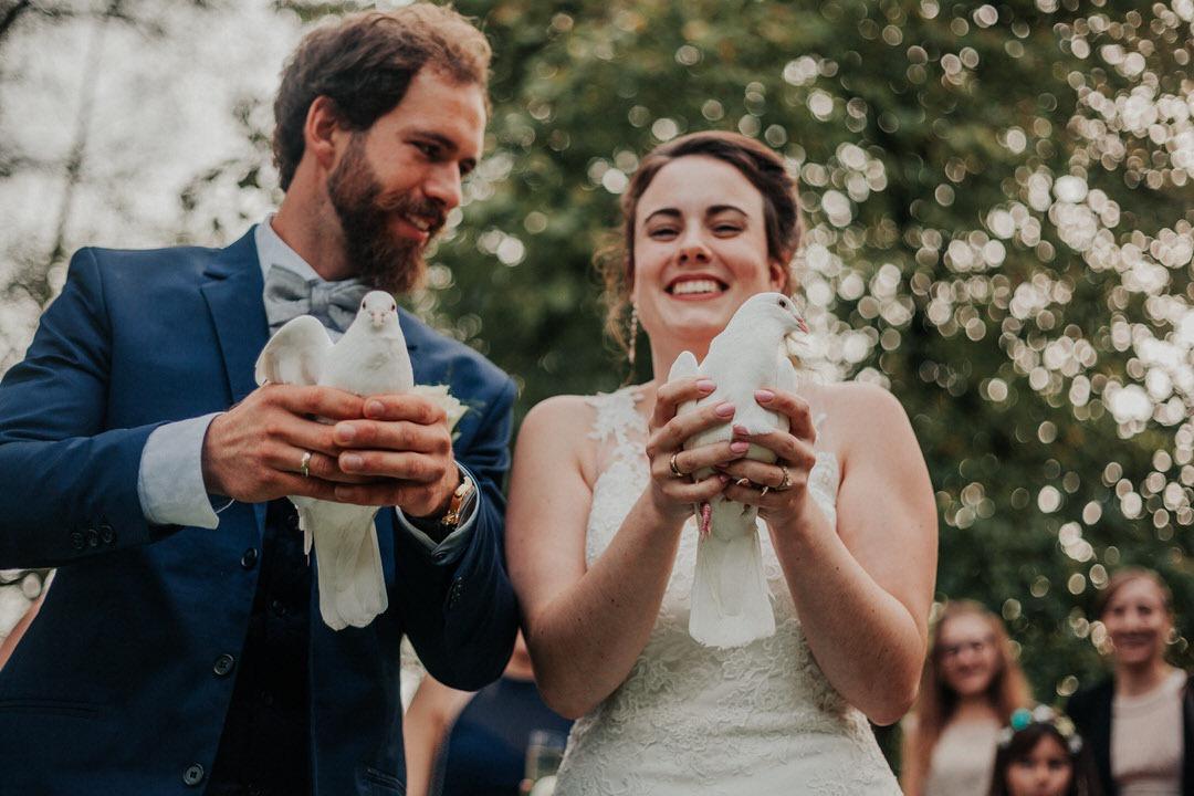 Tauben fliegen lassen bei Hochzeit