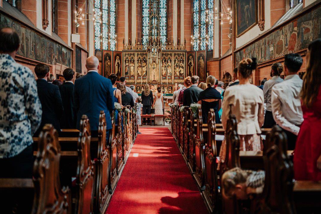 Hochzeitszeremonie in der Dreiordenskirche, Frankfurt am Main