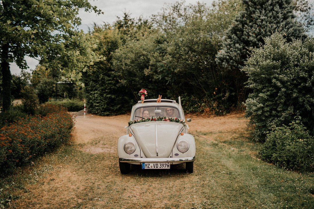 Hippiehochzeit Frankfurt-Sachsenhausen mit VW-Käfer Oldtimer