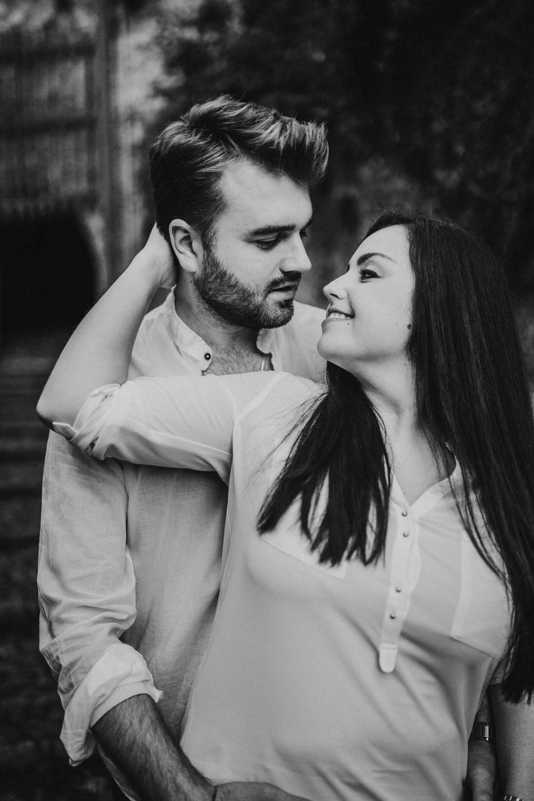 Innige Paarfotografie und Storytelling für Verlobungsshootings