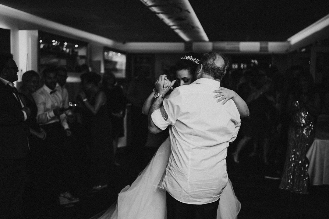 Hochzeitsfotos vom Tanz der Braut mit dem Brautvater bei der Hochzeitsparty