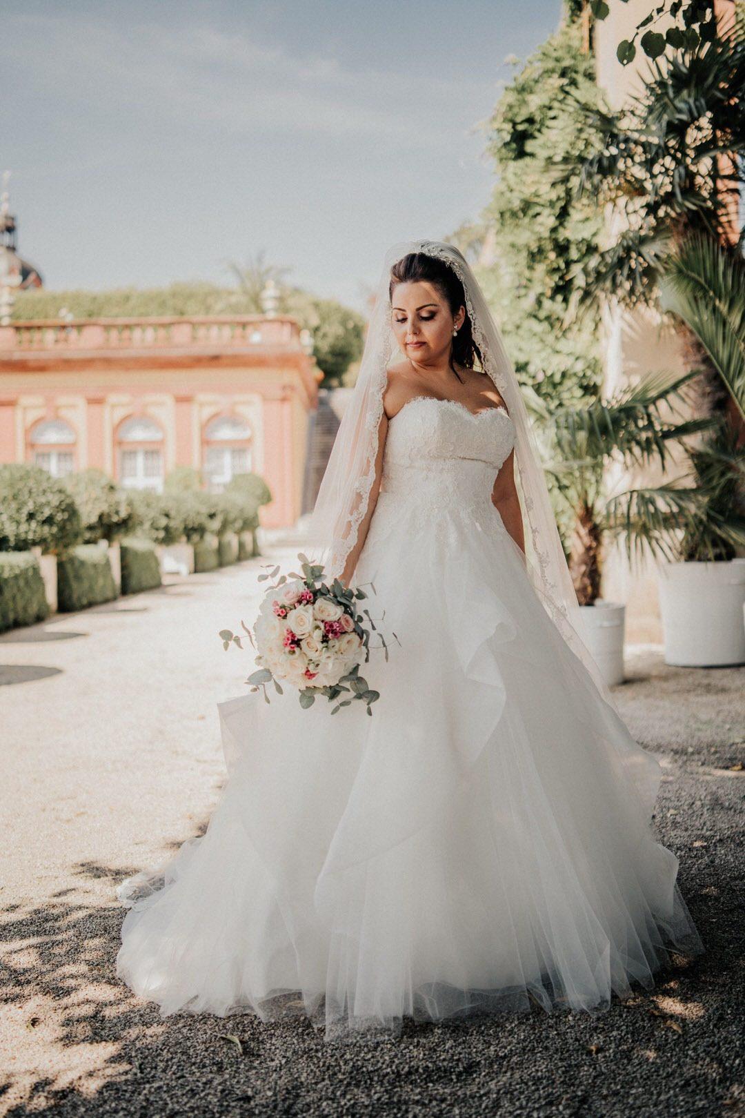 Stil der italienischen Hochzeitsbraut beim Paar-Shooting