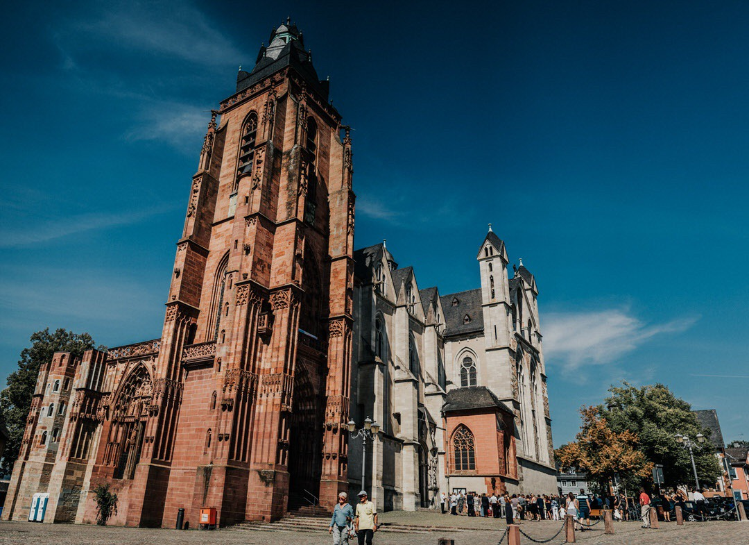 Der wunderschöne wetzlarer Dom als Location für die kirchliche Trauung in Hessen