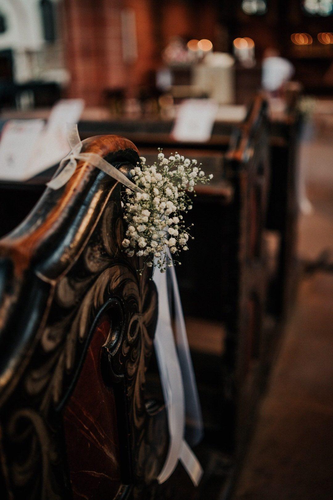 Ideen und Inspiration für Vintage Dekoration in der Kirche bei einer italienisch-deutschen Hochzeit