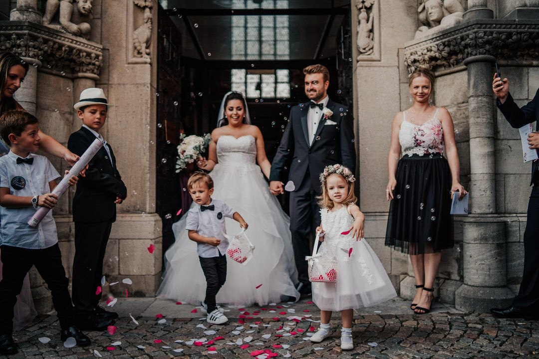 Hochzeitsfotografien vom Ausmarsch der Braut, vorm Wetzlarer Dom