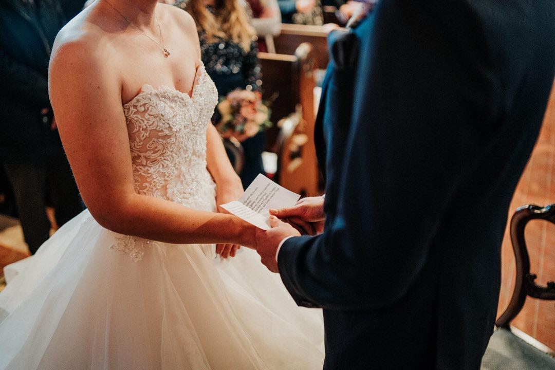 Wedding Vows: Trauversprechen bei Winterhochzeit in Wiesbaden