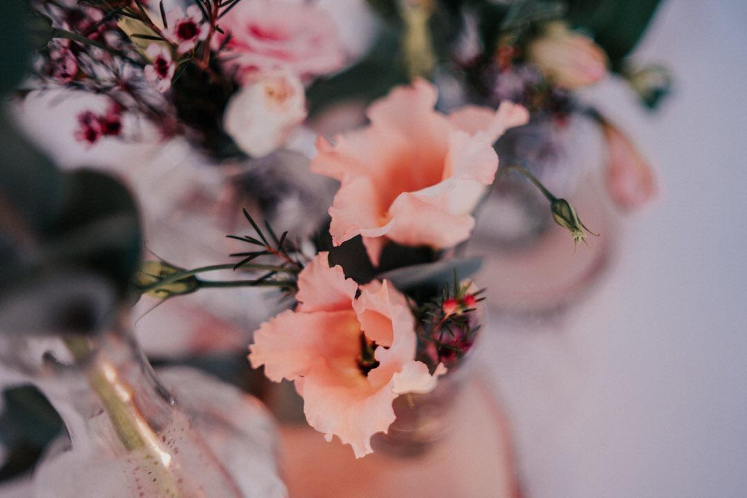 Heiraten im Winter geht nicht nur in Bayern, auch in ganz Deutschland, hier ein Detailfoto von der Deko bei der winterlichen Hochzeit in Wiesbaden