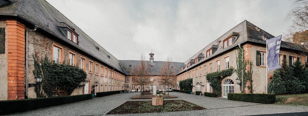 EBS-Universität als Hochzeitslocation in Wiesbaden im Winter