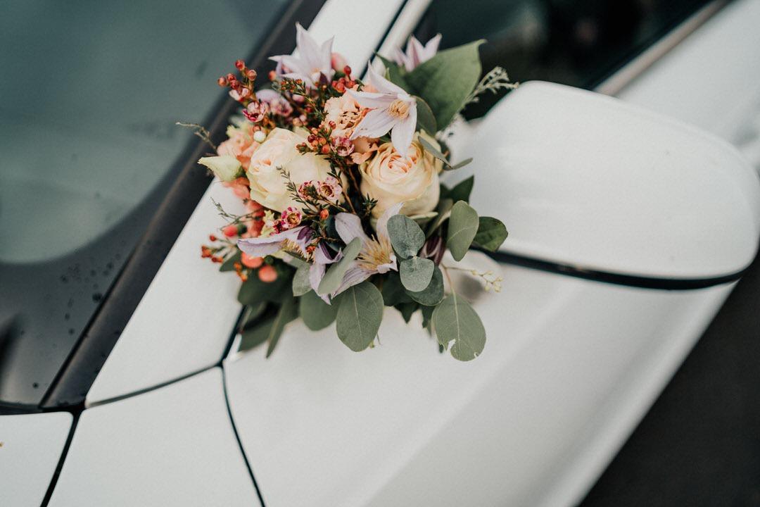 Welche Blumen als Dekoration für eine Winterhochzeit? Inspiration für winterliche Hochzeitsdeko gibt es hier
