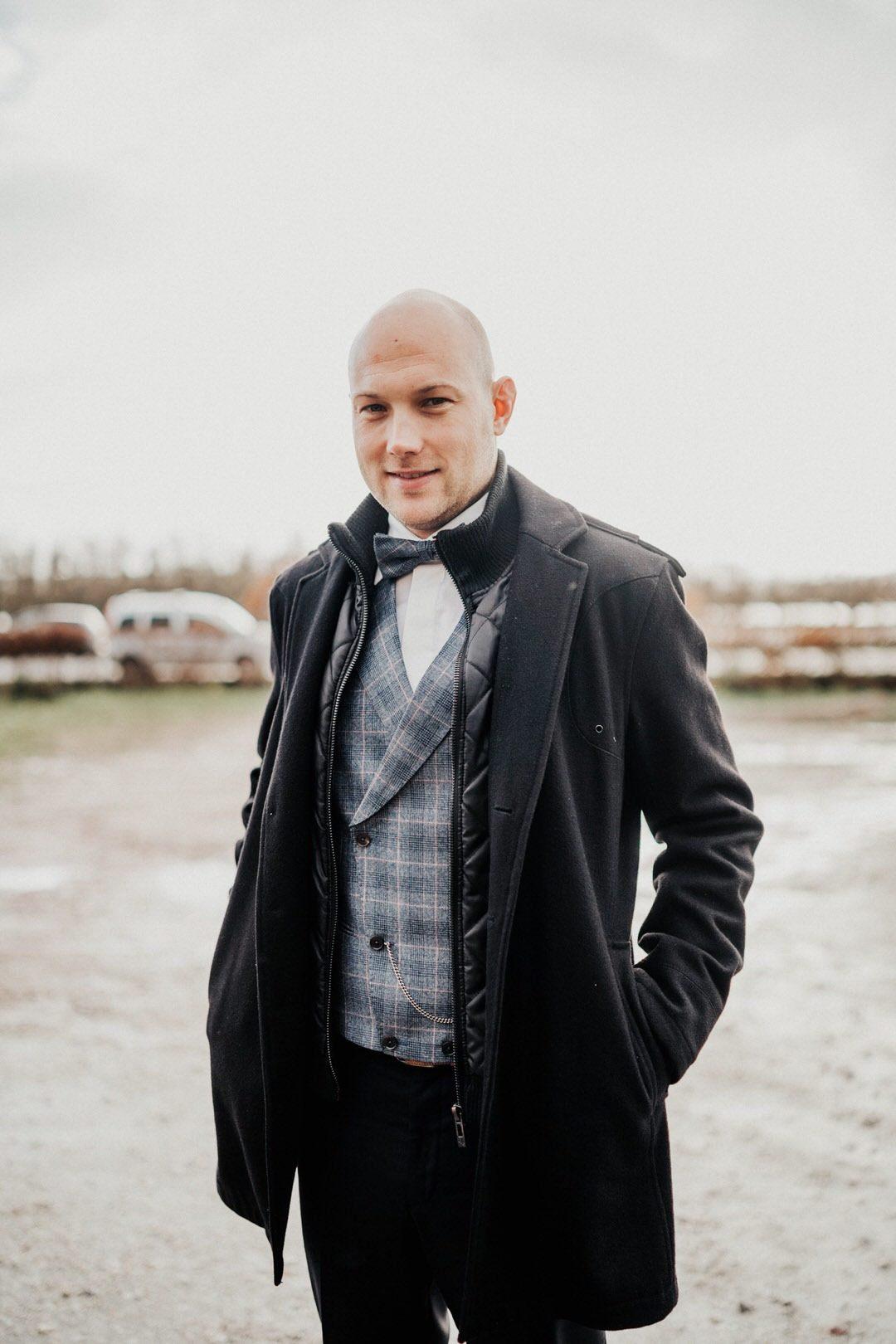 Bräutigam Style, Outfit für den Mann bei einer Winterhochzeit in Wiesbaden
