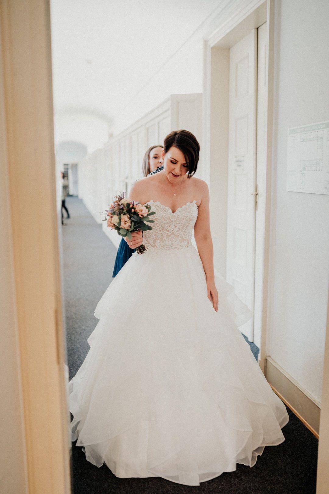 Winterhochzeit Braut Getting Ready