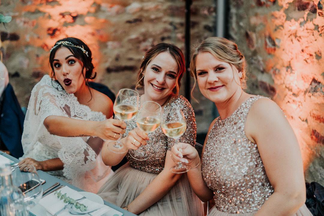 Brautbild mit ihren Mädels