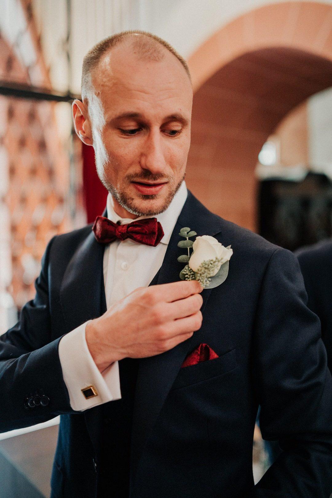 Bräutigam Anzug im Bohostil für eine Hochzeit 2019