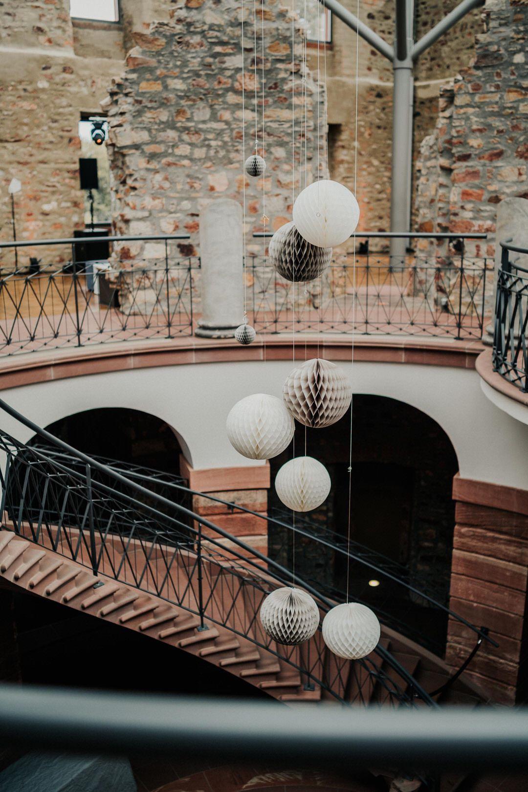 Vintage Hochzeitslocation in Wiesbaden und Umgebung. Besonderes Ambiente des Jagdschloss Platte für Vintag-Hochzeiten und Feiern im Rustic Chic-Stil