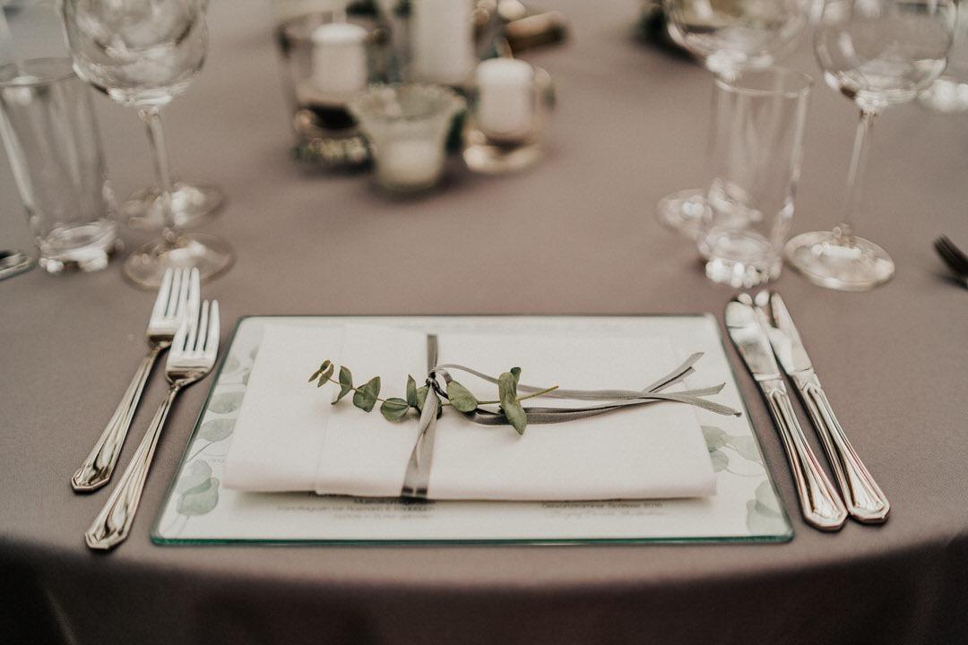 Tischdekorations Ideen für Boho-Hochzeiten in Rustic-Chic Ambiente bei einer Hochzeit zwischen Wiesbaden und Mainz