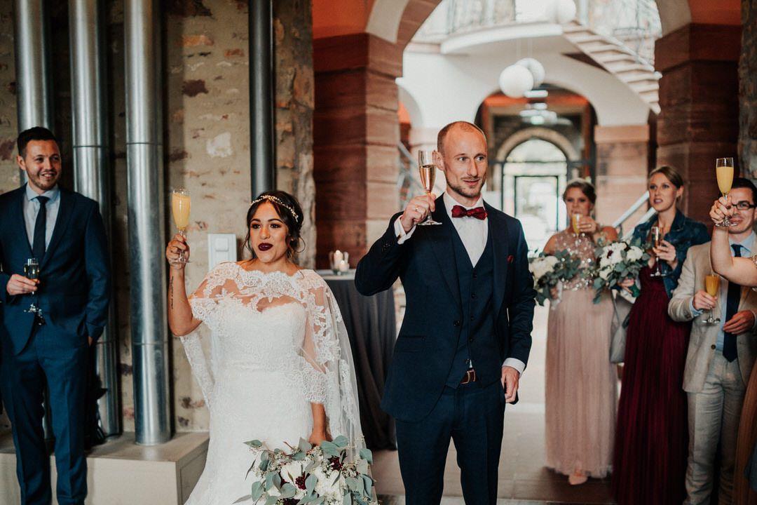 Anstossen auf das Brautpaar im Jagdschloss Platte bei Wiesbaden