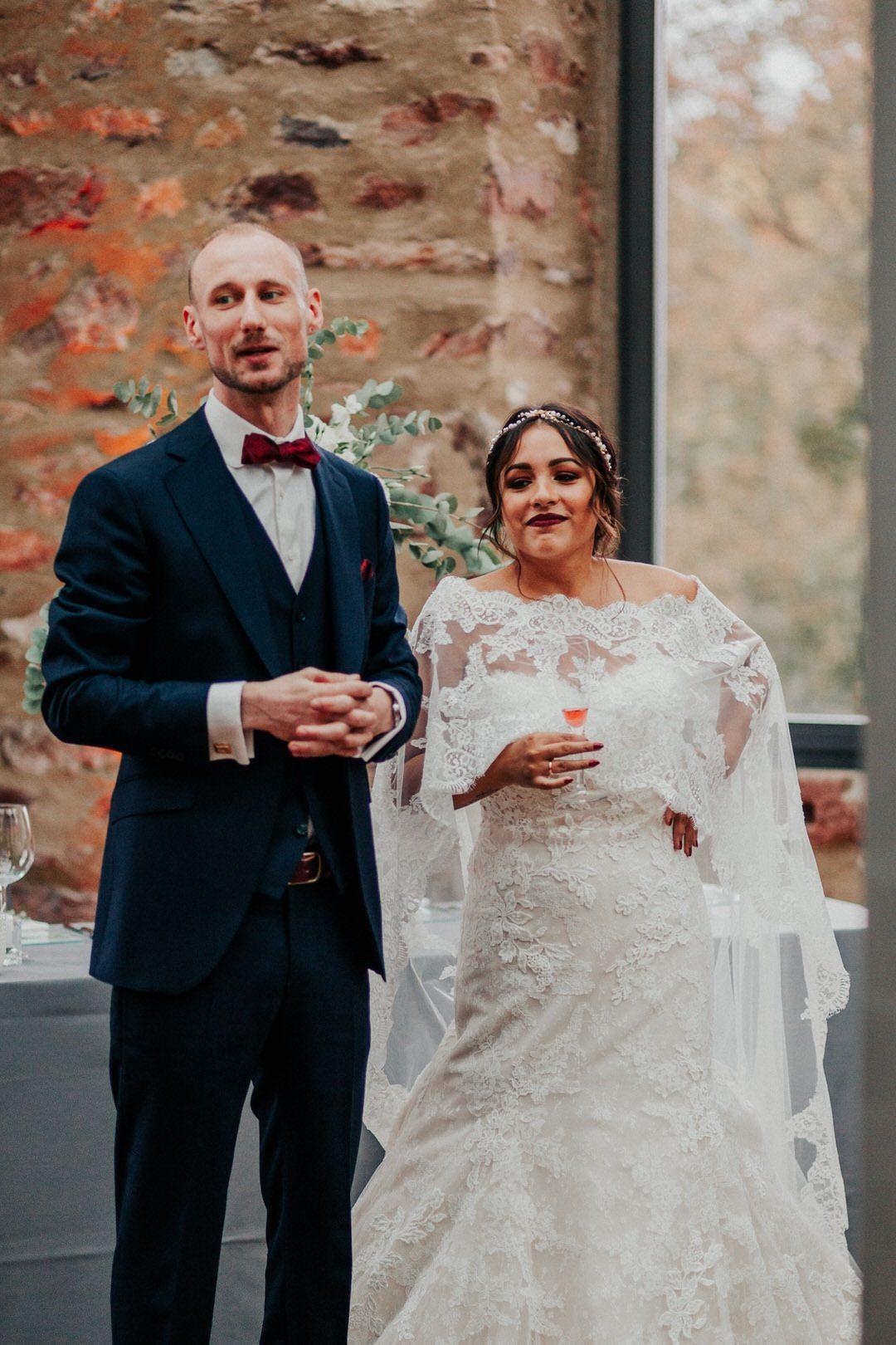 Ansprache des Boho-Brautpaars zur Begrüssung der Hochzeitsgesellschaft in der wunderschönen Rustic-Chic Location, Jagdschloss Platte