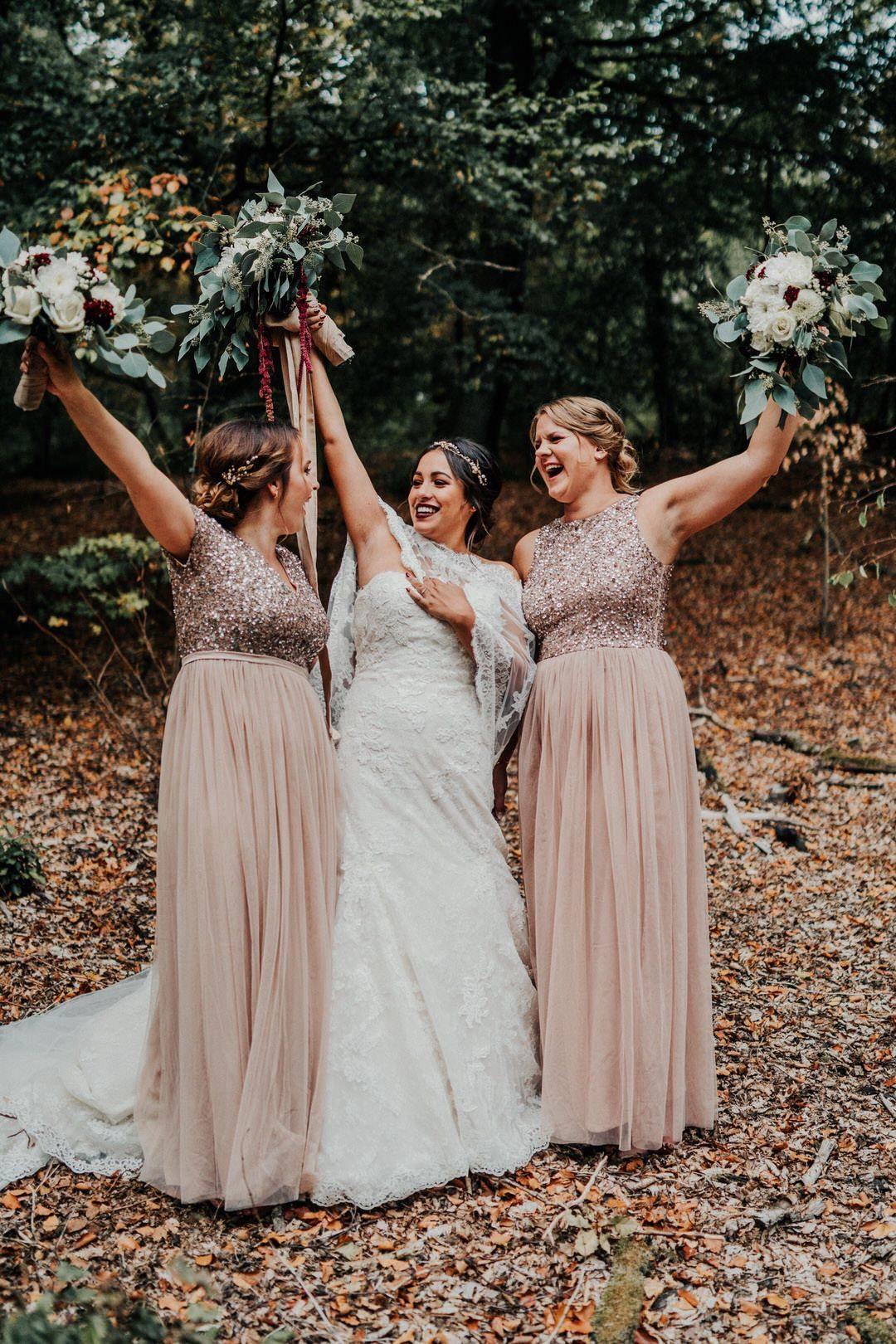 Ideen für das Shooting mit den Trauzeugen bei den Hochzeitsfotos