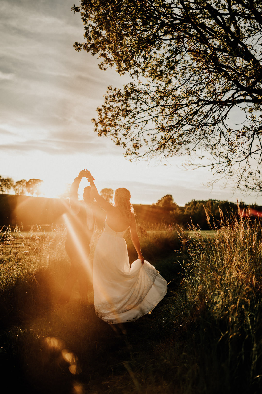 Hochzeitstanz im Sonnenuntergang bei Weilburg