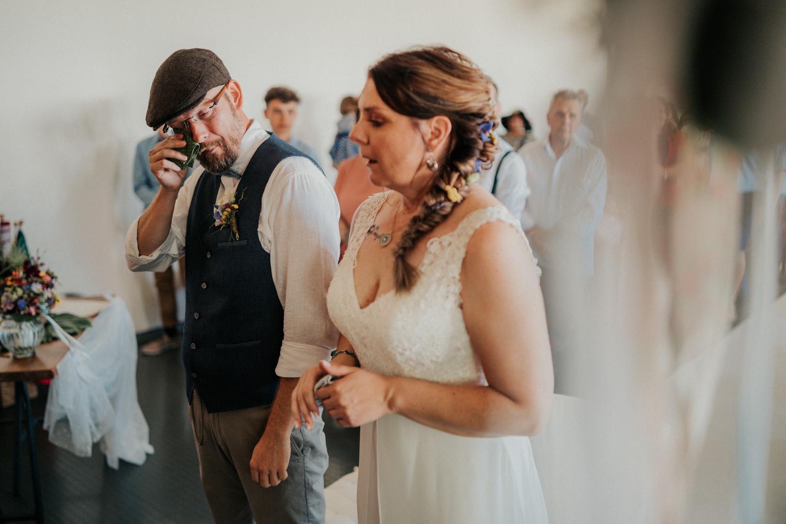 Emotionaler Hochzeitsmoment bei der Trauung